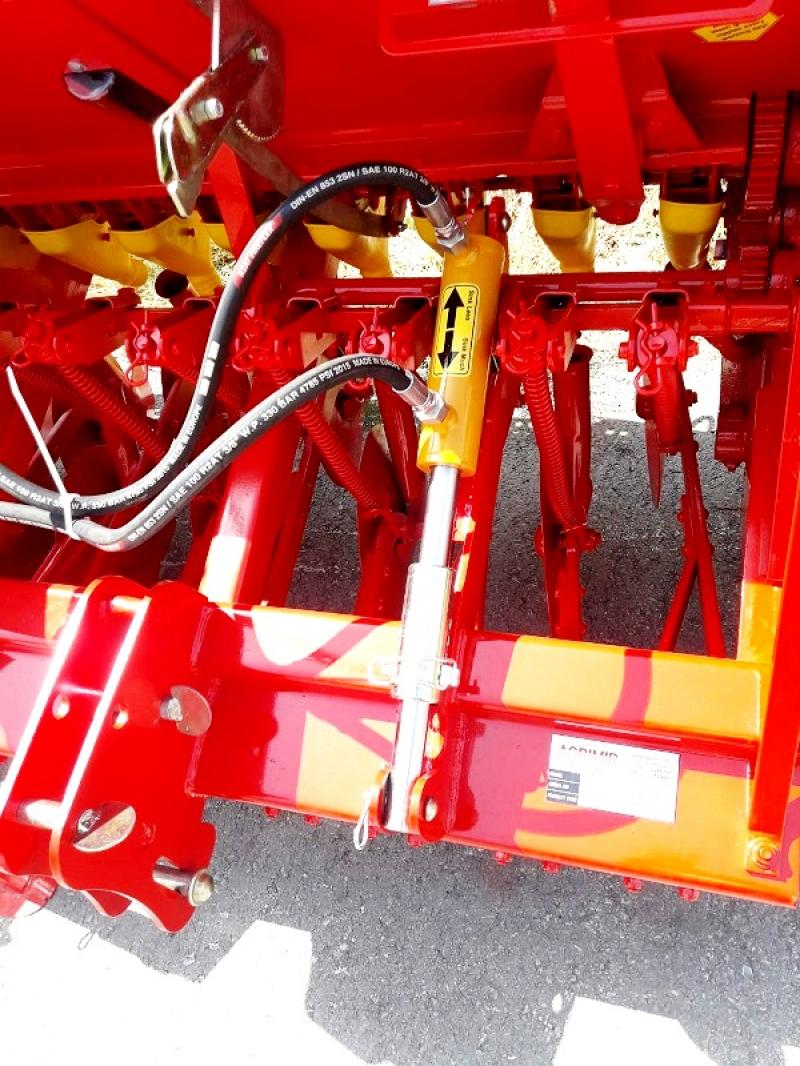 Combined Grain Seed Drill - Double Disc 5